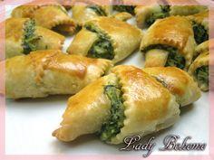 Italian food - Mini croissants salati con ricotta e bietola