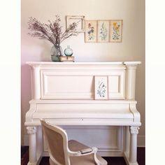¿Y por qué no pintar el piano? #autenticopaintspain #autenticochalkpaint #chalkpaintes #autenticospain #autenticopaint Fuente: designwhites #laliwhite #laiablanco
