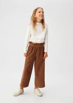 Pantaloni velluto a coste culotte - Bambina | OUTLET Italia Trousers For Girls, Girls Pants, Best Friend T Shirts, Kids Outfits, Cool Outfits, Baby Outfits, Kids Usa, Mango Fashion, Sup Boards
