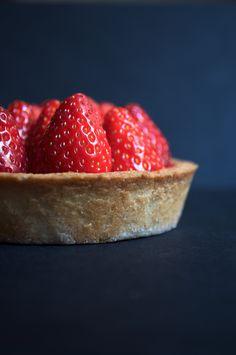Recette sans GLO (sans gluten, sans lactose, sans oeuf) : Tarte simplissime aux fraises ! La gourmandise, tout simplement.