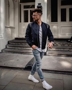 38 meilleures photographie Pose For Man - Laphotographie Best Poses For Men, Best Photo Poses, Good Poses, Poses For Photos, Pose Portrait, Portrait Photography Poses, Photography Puns, Reflection Photography, Horse Photography