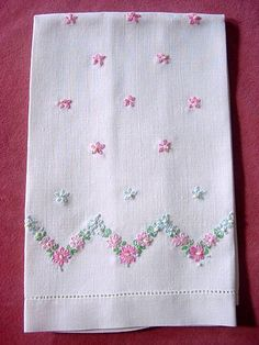 Pretty Embroidered Vintage Hand Towel- could I cross stitch something similar? Silk Ribbon Embroidery, Hand Embroidery Designs, Vintage Embroidery, Embroidery Patterns, Machine Embroidery, Embroidery Thread, Cross Stitching, Cross Stitch Embroidery, Embroidered Towels