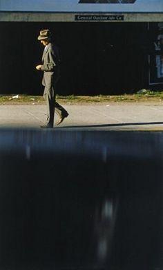 (Don Draper before himself) by Saul Leiter (from Le Journal de la Photographie): Don Draper, Vivian Maier, Robert Doisneau, Saul Leiter, Color Photography, Vintage Photography, Film Photography, Reflection Photography, Artistic Photography