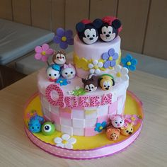 Love this girly checkered pattern tsum tsum cake.