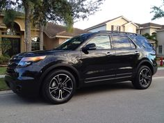 Ford Explorer Sport - Black Absolutely my favorite car so far! Ford Explorer Sport, Ford Explorer Price, 2014 Explorer, Suv Trucks, Suv Cars, Sport Cars, My Dream Car, Dream Cars, Ford Explorer Accessories
