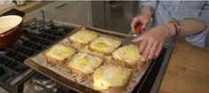 Tip na super rychlou večeři: zapečené toustové chleby s vajíčkem a sýrem - Portobello Mushroom Burger, Egg Toast, Incredible Edibles, Baked Eggs, Pizza, 4 Ingredients, Breakfast Recipes, Food And Drink, Veggies