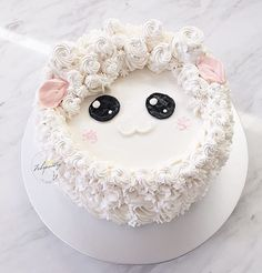 """Baaaaa..."" ~ Good Morning! #febspantry #handpiped #buttercreamcakes #thefeedfeed #bridestories #flowercake #sgflowercake #cakeloveonthecakeblog #flowercupcakes #floralcupcakes #weddingcake #sheep"