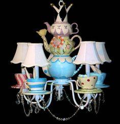 люстра из чашек и чайников