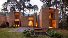 To help this cluster of houses blend into their setting in a Mexican forest, Taller Hector Barroso chose to cover the walls in a render made with local soil