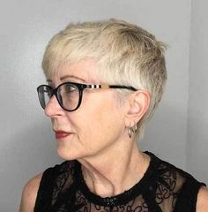 7 Astonishing Ideas: Asymmetrical Hairstyles With Glasses finger wave hairstyles red lips. Hairstyles With Glasses, Hairstyles Over 50, Funky Hairstyles, Hairstyles For Round Faces, Short Hairstyles For Women, Brunette Hairstyles, Fringe Hairstyles, Feathered Hairstyles, Wedding Hairstyles