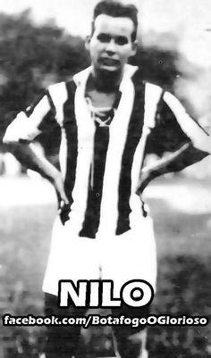 Baixinho veloz e ágil, Nilo Murtinho Braga era técnico ao extremo. Nos dois sentidos da palavra. Em campo, tinha todos os fundamentos. Fora dele, na década de 30, ajudou o clube como auxiliar-técnico. Nilo teve quase 20 anos de Glorioso. Poderia ter sido mais. Em 1922, quando seu tio deixou o clube por desavenças políticas, o craque também se afastou..#jorgenca
