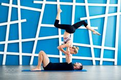 Couple practicing acro yoga in a studio. Couple yoga class workout by ABOPhotography Lose Weight, Weight Loss, Fat Burning Workout, Body Motivation, Acro, Sport, Yoga Meditation, Fitness Diet, Yoga Poses