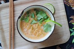 Veggie Thaï Soup - Mango and Salt Clean Recipes, Veggie Recipes, Vegetarian Recipes, Healthy Recipes, Thai Soup Vegetarian, Veggies, Cooking, Ethnic Recipes, Curry Coco