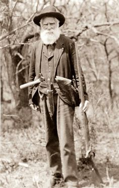 "The ""First Homesteader""Daniel Freeman standing, holding gun, with hatchet tucked in belt. First Homesteader to settle in Beatrice, Nebraska, copyright 1904 Signed into law by President Abraham Lincoln on May the Homestead Act. Mountain Man, Gaucho, Old West Photos, Into The West, American Frontier, Le Far West, World History, Crime, Vintage Photographs"
