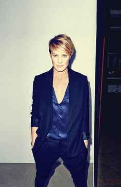 Robin Wright - Claire Underwood - House of Cards - Stijlmeisje Short Hair Cuts, Short Hair Styles, Corte Y Color, Looks Street Style, My Hairstyle, Hairstyle Ideas, Pixie Hairstyles, Formal Hairstyles, Mode Style