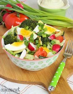 Sałatka, jajko, brokuły, cukinia, awokado, rzodkiewka | Kliknij i zobacz jak w prosty sposób możesz rozpocząć zdrowe odżywianie jeszcze dzisiaj - bez nudnego i niesmacznego jedzenia!