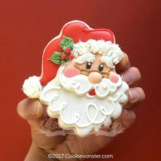 Decorated Santa Cookies For Christmas - Kekse Ideen Santa Cookies, Christmas Sugar Cookies, Iced Cookies, Christmas Sweets, Cute Cookies, Noel Christmas, Royal Icing Cookies, Christmas Goodies, Holiday Cookies