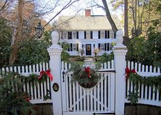 historic new england colonial exterior christmas - - Yahoo Image Search Results Christmas In England, Country Christmas, Outdoor Christmas, Christmas Home, Christmas Wreaths, Christmas Decorations, Xmas, England Winter, Christmas Feeling