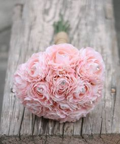 Love the little rhinestones in this boquet, will catch the light, lovely!