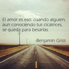 El amor es besar hasta los defectos Love is this: when someone, even knowing your scars, stays to kiss them. Great Quotes, Me Quotes, Funny Quotes, Inspirational Quotes, Motivational, Love Phrases, Love Words, Frases Love, More Than Words