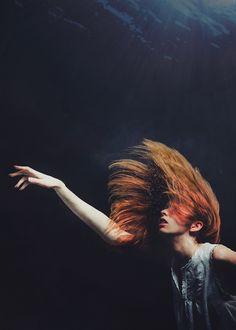 """Siren's Last Breath"" Photographer Steven Kowalski, model Lauren Roth. Underwater Hair, Underwater Model, Underwater Photos, Underwater Photography, Portrait Photography, Nature Photography, White Photography, Photography Tips, Street Photography"