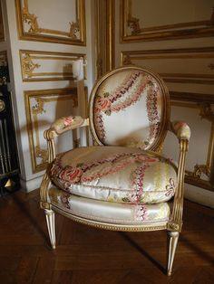44 Château De Versailles: Fauteuil Belonging To Madame Du Barry, Chambre A  Coucher