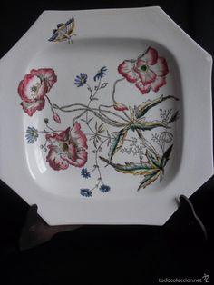 Muy bonito plato de porcelana Pickman flores y abeja de colección Medalla de Oro XIX . XX nº 31 ( vendido, sold)