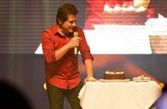 Daniel celebra os 48 anos ao lado dos fãs em show