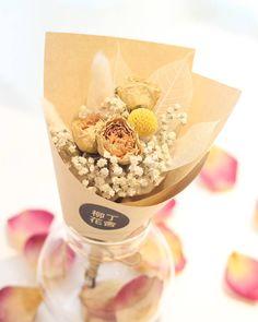 . LESS IS MORE 有時簡簡單單反而更加親切自然最近很愛這個橙調 For more details Please whatsapp: 92346523 #乾燥花 #乾燥花束 #乾花 #花藝 #instaflower #hkhandmade #hongkonghandmade #花束 #手作 #craft #driedflowers #driedflower #禮物 #香港手作 #手作人 #情人節 #garden #陶藝 #floral #homedecor #preservedflower #hk #hongkong #柳丁花舍 #bouquet #craftmarket #永生花 #hkig #花 #ceramics by dingding_studio