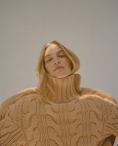 Agata Pospieszynska Captures Vanessa Axente For Harper's Bazaar Spain November 2018 — Anne of Carversville Fashion 2018, Trendy Fashion, Fashion Brands, Women's Fashion, Fashion Websites, Knitwear Fashion, Knit Fashion, Womens Knitwear, Fashion Shoot