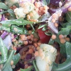 #rote_Linsen_salat #ruccola #cherrytomaten #rote_zwiebeln #salatgurke #olivenöl #zitronensaft #himalajasalz #schwarzerpfeffer #tk_Kräuter #vegan #glutenfreie #glutenfree #senzaglutine