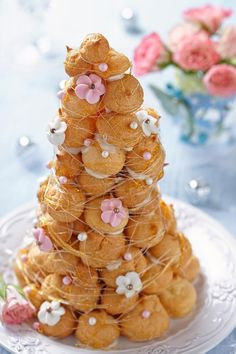 Heavenly Cream Puffs Are the Perfect Party Treat! Cannoli, Perfect Food, Perfect Party, Cream Puff Recipe, Croquembouche, Cupcakes, Instant Pudding, French Pastries, Eclairs