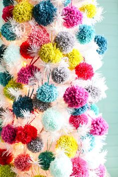 Pom Pom Tree - Dream Tree Challenge The small attention to the absolute most intimate feast of the season Eieiei, the Christmas party is Bohemian Christmas, Colorful Christmas Tree, Modern Christmas, Pink Christmas, Christmas Colors, Vintage Christmas, Christmas Holidays, Merry Christmas, Retro Christmas Decorations