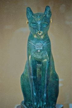 Statuette of Bastet, from the Egyptian pantheon. Bastet was originally a warfare goddess in the southern part of Egypt, but later became a protector goddess. Egyptian Cats, Ancient Egyptian Statues, Ancient Artifacts, Objets Antiques, Art Ancien, Ancient Civilizations, Egyptians, Gods And Goddesses, Ancient History