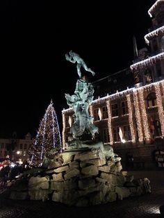 """kerstmarkt Grote markt - Standbeeld """"Antigoon"""" Antwerpen 2015"""