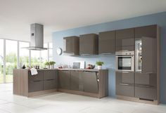 Phoenix - Moderne keuken met donkere kleuren en toch erg lichte sfeer - Keukenplaats