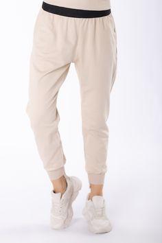 VEĽKOSTNÁ TABUĽKAVeľkosťObvod pásuObvod bokovVnútorná dĺžka nohavícCelková dĺžkaS/M64,00112,0064,0086,00L/XL68,00114,0068,0090,00 Sweatpants, Beige, Products, Fashion, Scale Model, Moda, Fashion Styles, Fashion Illustrations, Ash Beige