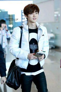 #Exo 루 한 Luhan Guangzhou airport departing to Incheon  140203