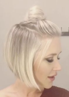 Frisuren Graduated bob style How To Potty Train In Two Days Ah, potty training! Graduated Bob Haircuts, Short Graduated Bob, Short Haircut Styles, Corte Y Color, Bob Hairstyles, Pretty Hairstyles, Hair Color And Cut, Great Hair, Hair Dos