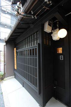 京都の伝統家屋 町家の貸切の宿 明倫こがね庵_外観_格子 kyoyadoya Japan kyoto machiya inn