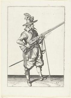 Jacob de Gheyn (II) | Soldaat op wacht die zijn musket bij zijn rechterzijde schuin omhoog gericht vasthoudt, zijn vinger aan de trekker, Jacob de Gheyn (II), 1597 - 1607 | Een soldaat op wacht, ten voeten uit, naar rechts, die een musket (een bepaald type vuurwapen) bij zijn rechterzijde vasthoudt, zijn rechterwijsvinger aan de trekker, zijn linkerhand om de vork van het furket (musketvork) waarop de loop, schuin omhoog gericht, rust. In zijn linkerhand tevens een brandende lont. Deze prent…