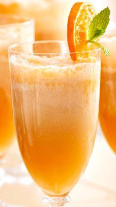 Mimosa Ingredientes: Champagne Jugo de Naranja http://www.cocinaland.com/31-cocteles-para-despedir-el-ano/