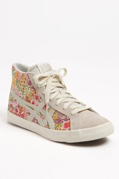 Love these high tops.. great addition with a summer dress at a music festival this summer..Kick It Old School With These So-Chic High-Tops!