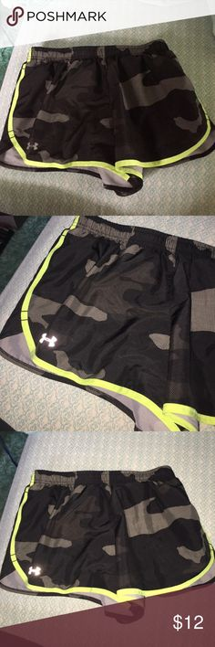 SMALL UNDER ARMOUR SHORTS Black and gray camouflage shorts with built in underwear Under Armour Shorts