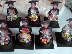 Lembrancinhas de Formatura ABC: 30 Photos et modèles - - Graduation Party Centerpieces, Graduation Party Themes, Graduation Decorations, Grad Parties, Party Favors, Graduation Crafts, Kindergarten Graduation, High School Graduation, Preschool Activities