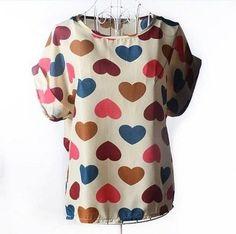 blusa de seda corações fundo bege manga morcego com vira