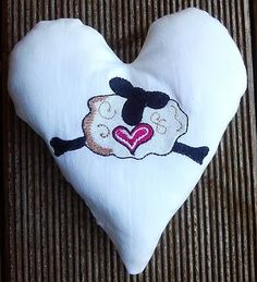 Hier mein 9. Herz für Dich: Wollig warm wie ein Schaf kann die Liebe sein