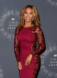 Beyonce Knowles Photos Photos - Recording artist Beyonce poses in the press room during the 2014 MTV Video Music Awards at The Forum on August 24, 2014 in Inglewood, California. - MTV Video Music Awards Press Room