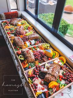 Beautiful and delicious grazing tables and platters in the Bay of Plenty & Coromandel, NZ! Party Food Platters, Party Trays, Cheese Platters, Hallowen Food, Charcuterie And Cheese Board, Cheese Boards, Grazing Tables, Food Presentation, Appetizer Recipes
