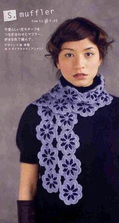 écharpe aux fleurs violettes